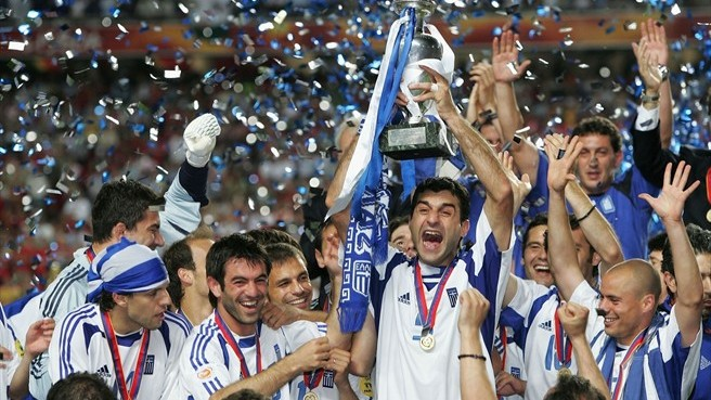 Theodoros Zagorakis lifts trophy after Greece defeated Portugal 1-0 in the final